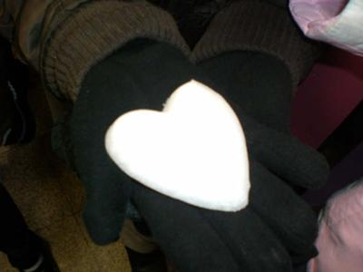 I Hart whos holding the heart cuz shes my bestest firend eveaaaaaaaaa. like yeahh,.....